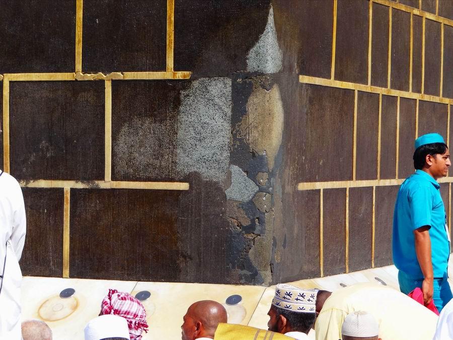شکاف دیوار کعبه در ماجرای تولد حضرت علی(ع)